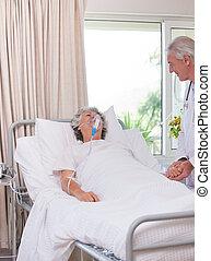 年長者, 醫生, 由于, 他的, 有病, 病人
