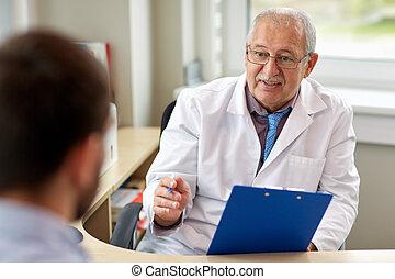 年長者, 醫生, 的談話, 男性, 病人, 在, 醫院