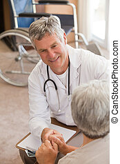年長者, 醫生, 談話, 由于, 他的, 病人