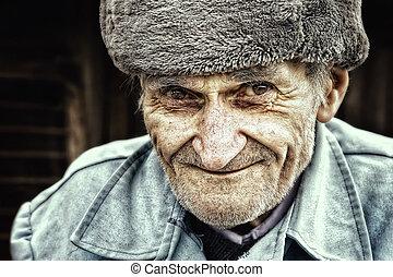 年長 人, 古い, 屋外, 微笑, 肖像画