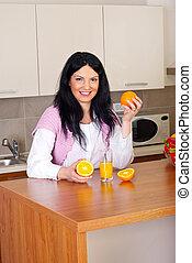 幸せな女性, ∥で∥, 新鮮なオレンジ, ジュース