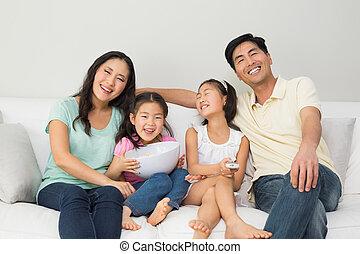 幸せな家族, の, 4, 監視 tv, 中に, 反響室