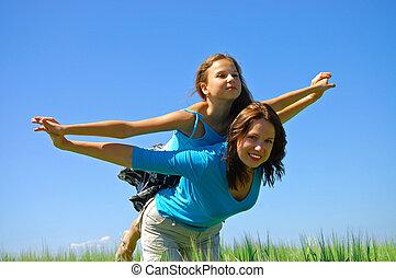 幸せな微笑すること, 母, そして, ∥, 娘, ハエ, 中に, 空