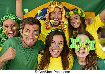 幸せ, スポーツ, グループ, 祝う, ファン, 一緒に。, ブラジル人, サッカー, 驚かせられた, 勝利