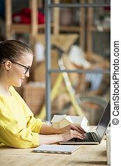 幸せ, データ, エンジニア, ∥あるいは∥, オフィス, 拾い読み, 建築家, 若い, 網