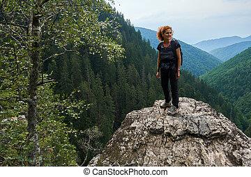 幸せ, ハイカー, 上に, 山の ピーク