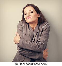 幸せ, ビジネス 女, 抱き合う, 彼女自身, ∥で∥, 閉じられた目, そして, 自然, 感情的, face., 愛,...