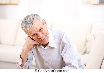 幸せ, リラックスした, 年長 人, 家の肖像画
