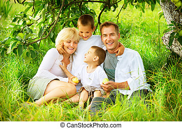 幸せ, 大きい, 家族, 屋外で, 楽しい時を 過すこと