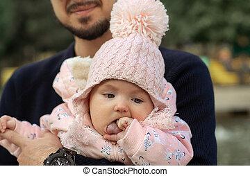幸せ, 女の子, 彼の, わずかしか, 父, 赤ん坊