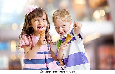 幸せ, 子供たちが食べる, アイスクリーム, 上に, すてきである, bokeh, 背景