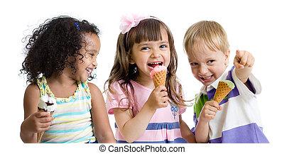 幸せ, 子供たちが食べる, アイスクリーム, 中に, スタジオ, 隔離された
