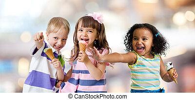 幸せ, 子供, グループ, 食べること, アイスクリーム, パーティーで