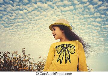 幸せ, 子供, 中に, 春, field., 若い 女の子, リラックスしなさい, outdoors., 自由, 概念