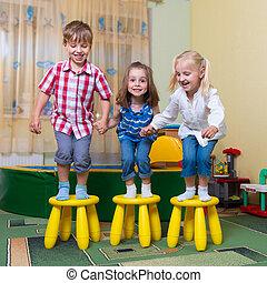 幸せ, 子供, 楽しい時を 過すこと, 家で