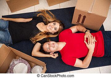 幸せ, 新婚者, 引っ越して来る