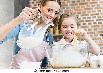 幸せ, 母 と 娘, 混合, 生地, そして, たたきつけるミルク, 中に, ガラス・ボール