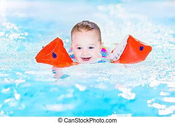 幸せ, 笑い, 楽しみ, 女の子, よちよち歩きの子, 持つこと, プール, 水泳