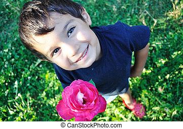 幸せ, 美しい, 子供, 上に, 地面, ∥で∥, バラ, 屋外