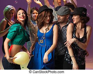 幸せ, 若い人々, ダンス, 中に, ナイトクラブ