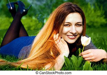 幸せ, 若い女性, そして, 花, 中に, 新たに, 草