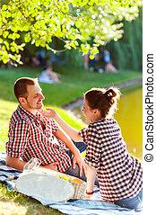 幸せ, 若い1対, 楽しむ, picnic., イメージを強くした