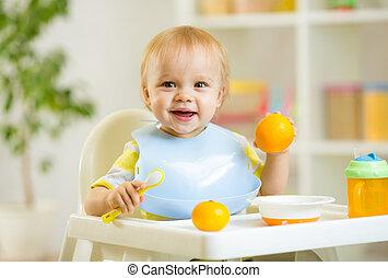 幸せ, 赤ん坊, 子供, 男の子, 食べること, 健康に良い食物