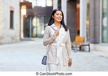 幸せ, 通り, 女, アジア人, 若い, 微笑, 都市