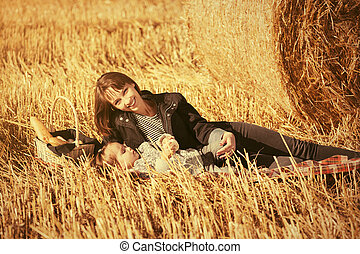 幸せ, 2, 母, ベール, 収穫される, フィールド, 干し草, 古い, 次に, 年, 女の子