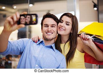 幸福的對, 採取  相片, 在, the, 購物中心
