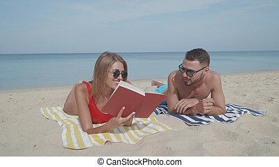 幸福的對, 放松, 在海灘上