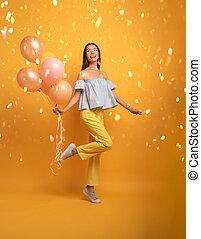 幸福, expression., うれしい, 女の子, 黄色, balloon., 背景, パーティー, 準備ができた