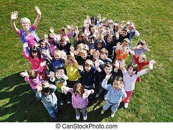 幼儿園, 孩子, 戶外, 獲得 樂趣