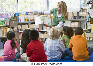 幼儿園, 老師, 讀對孩子, 在, 圖書館