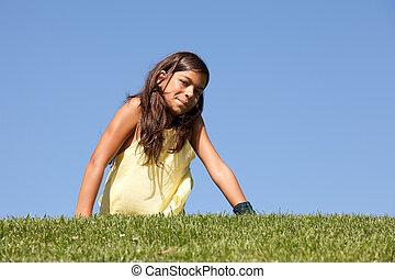 幼児, 芝生に