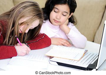 幼年時代, 遊び, 勉強, ラップトップ