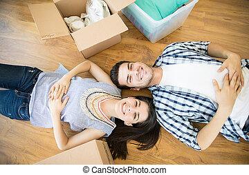 床, 恋人, 箱, 新しい 家, あること, 幸せ