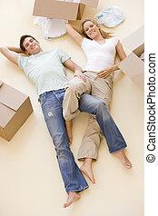 床, 恋人, 箱, 新しい 家, 微笑, 開いた, あること