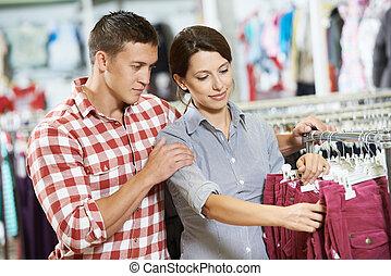 店の ショッピング, 若い 家族, 衣服