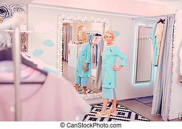 店, 女, 中年, 仮縫い, 明るい, 衣服