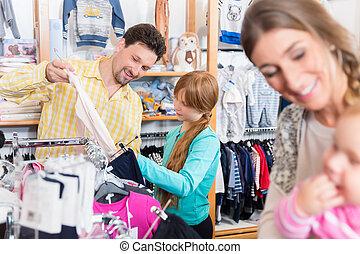 店, 娘, 彼女, 父, 見る, 衣服