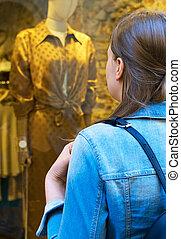 店, 観光客, 見る, 窓, 女性, store., 衣類