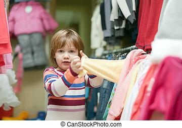 店, 赤ん坊は 着る, 2, 年