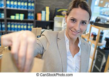店, 顧客, わずかしか, 買い物, 助手, 袋, 渡ること
