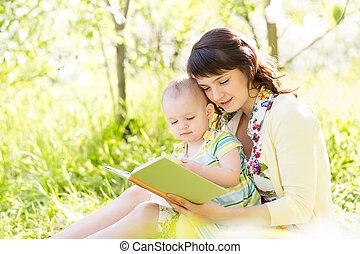 庭, 本, 母, 赤ん坊, 読書, 幸せ