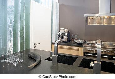 廚房, 背景