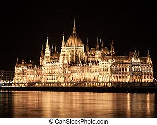 建物, ブダペスト, 議会, ドナウ, 照らされた, ハンガリー人, 歴史的, 堤防, 夜, 川