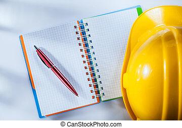 建物, ヘルメット, メモ用紙, ペン, 背景, 白