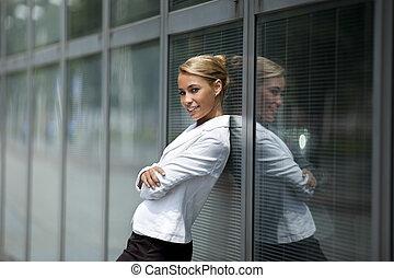 建物, 女, オフィス, 確信した, 窓, 傾倒