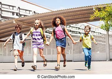 建物, 学校の 子供, 興奮させられた, 手, 把握, 操業